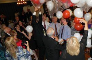 people grabbing baloons